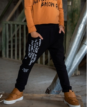 Spodnie z napisami KIZ czarne